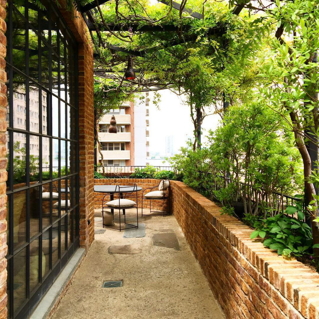 taras, balkon, co na taras, aranżacja balkonu, wabi-sabi, NY, Berlin